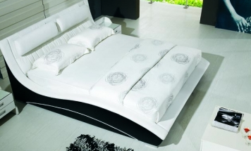 R2D1206 nádherná posteľ