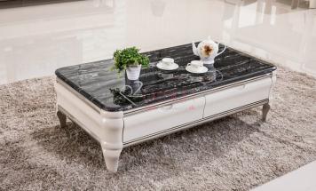 Lesklý mramorový stolík