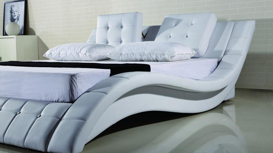biele-kozene-postele (1).jpg