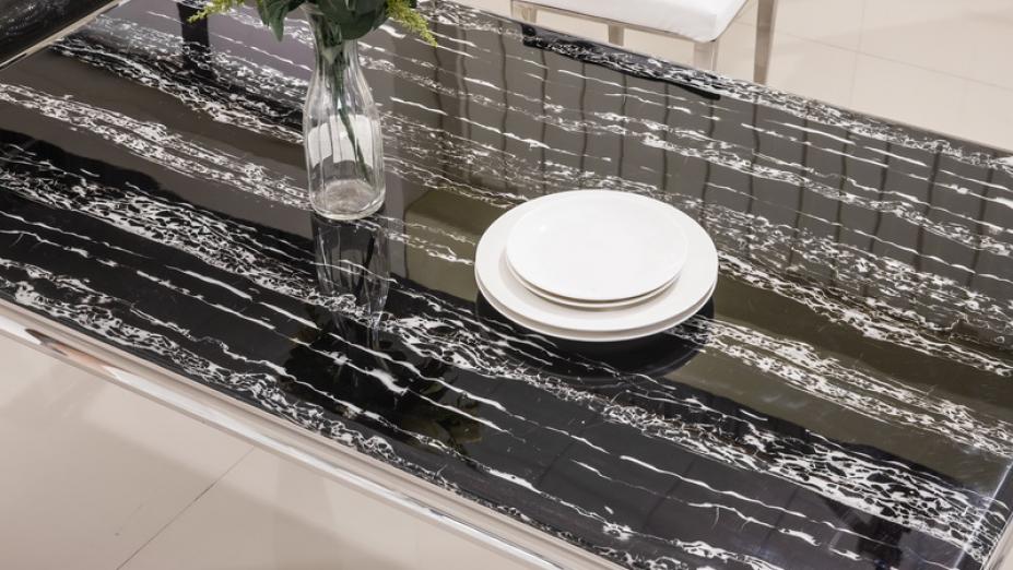Jedálenský stôl s mramorom.jpg
