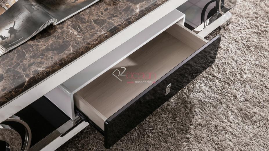Šuflík v stolíku.jpg