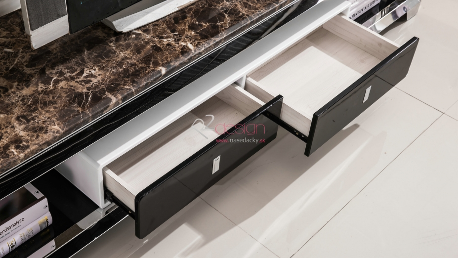 Zásuvky v TV stolíku.jpg