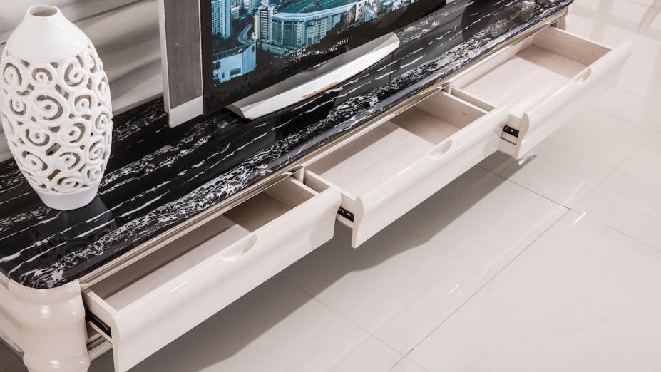TV stolík so zásuvkami.jpg