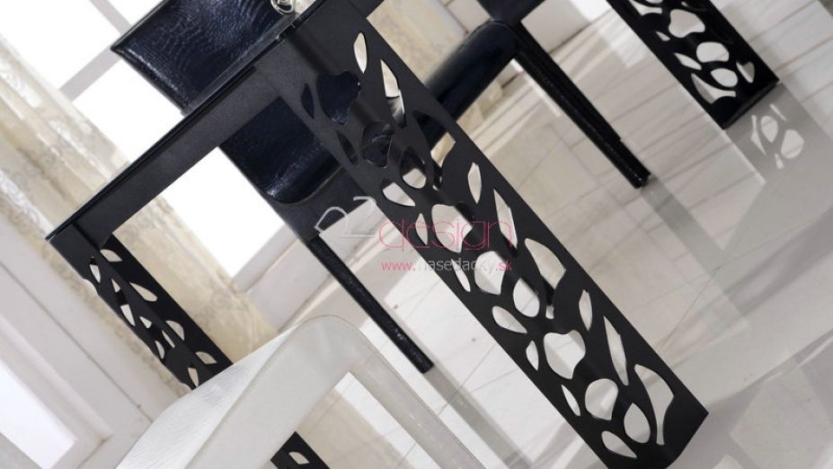 Kovové nohy stola.jpg