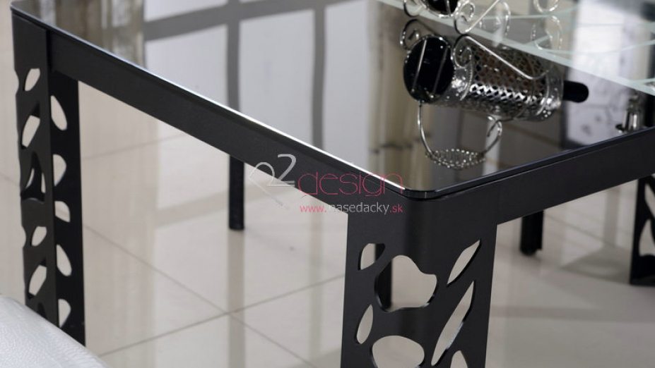Stôl z čierneho kovu a skla.jpg
