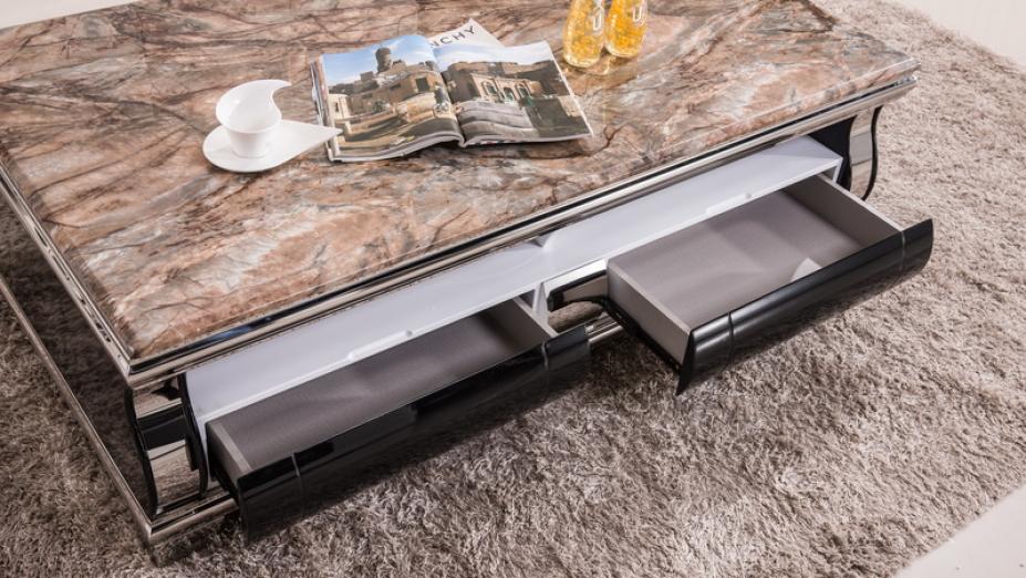 Šuflíky v stolíku.jpg