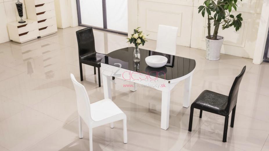 Stôl so stoličkami.jpg