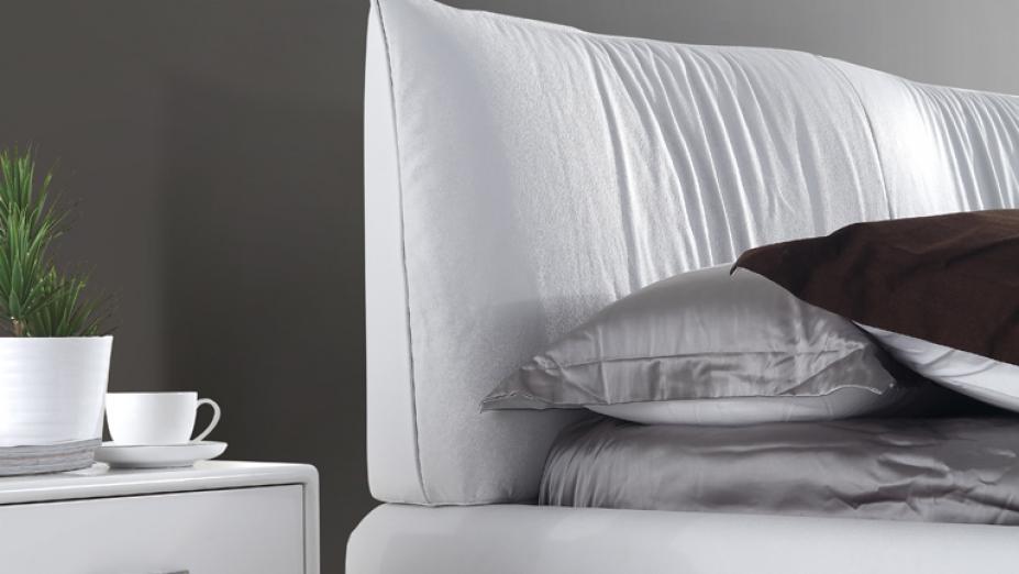 biela-kozena-postel.jpg
