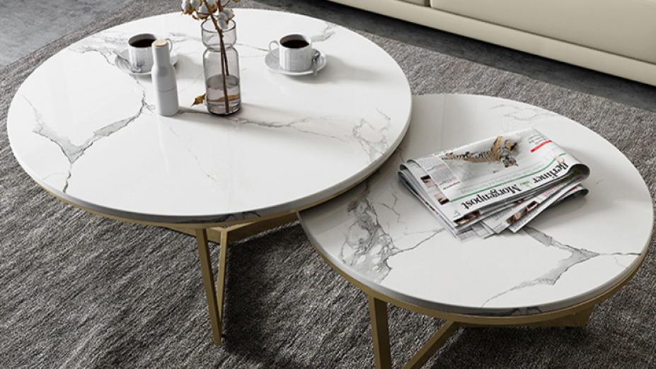 biele-mramorove-stoliky.jpg