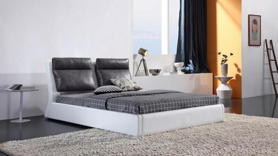 R2D1149 posteľ s koženými vankúšmi