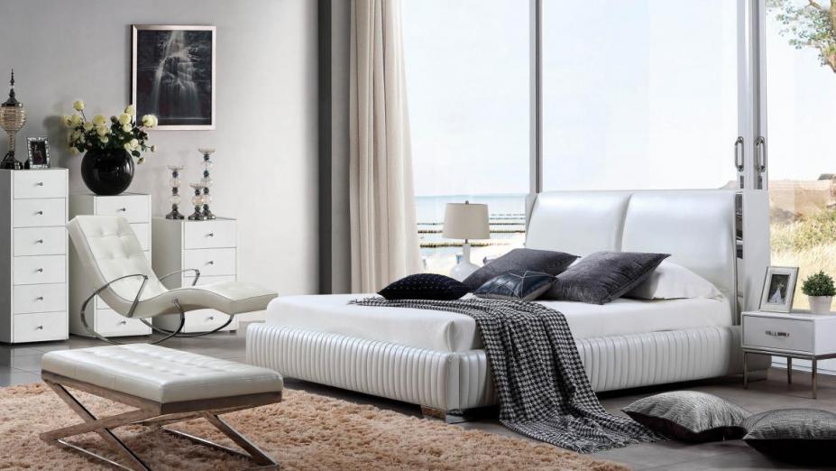 R2D1325 posteľ v bielej koži