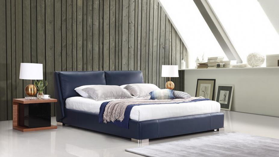 R2D1329 posteľ v modrej koži